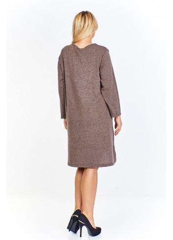 Sukienka w melanżowym odcieniu z dekoltem wyciętym na półokrągło i dżetowym wzorem