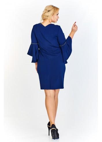 Ołówkowa sukienka z rękawem 3/4 wykończonym asymetryczną falbaną i wstawkami z drobnych perełek