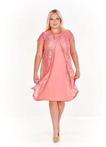 Pudełkowa sukienka z koronkową a'la pelerynką i kokardą Plus Size