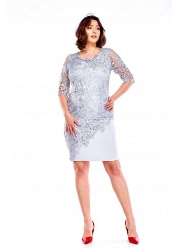 Sukienka z gipiurą i biżuteryjną ozdobą Plus Size