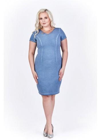 Taliowana sukienka z wytłaczanym wzorem i przeszyciami Plus Size