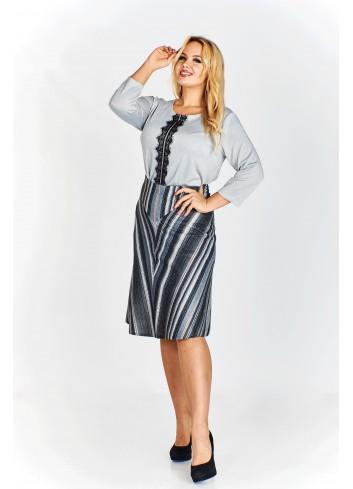 Trapezowa spódnica w pasy układające się w trójkąt Plus Size