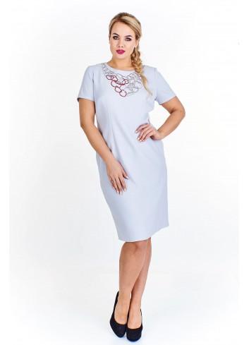 Ołówkowa sukienka z aplikacją przy dekolcie Plus Size