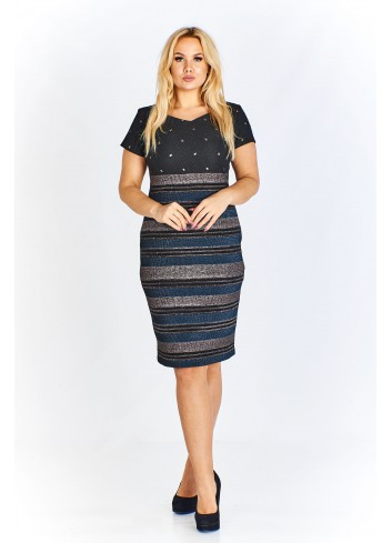 Sukienka w pasy o klasycznym kroju z drobnymi dżetami Plus Size