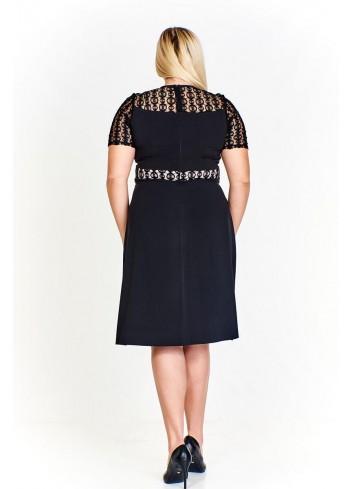 Monochromatyczna sukienka z koronkowymi wstawkami Plus Size