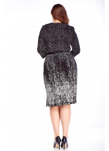 Wzorzysta elegancka sukienka o postym kroju na wesele XXL
