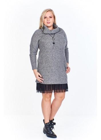 Swetrowa sukienka z golfem i tiulowym wykończeniem