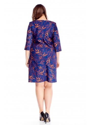 Wzorzysta sukienka z rękawem 3/4 prosty fason dla puszystej