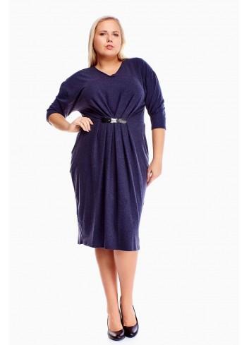 Elastyczna sukienka midi z klamerką i marszczeniem PLUS SIZE