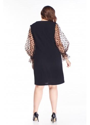 Czarna sukienka z luźnymi tiulowymi rękawami dla puszystej