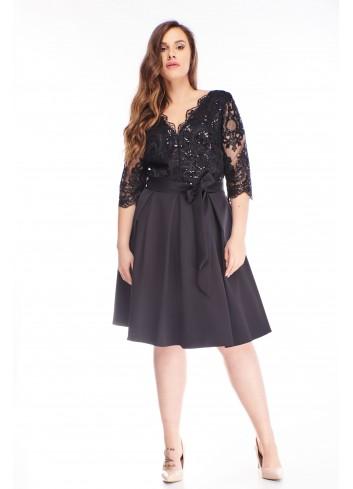 Rozkloszowana sukienka z haftowaną górą i kokardą XXL
