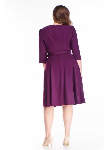 Rozkloszowana klasyczna sukienka z paskiem dla puszystej XXL
