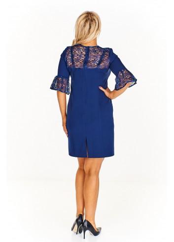 Elegancka sukienka z ażurowymi wstawkami