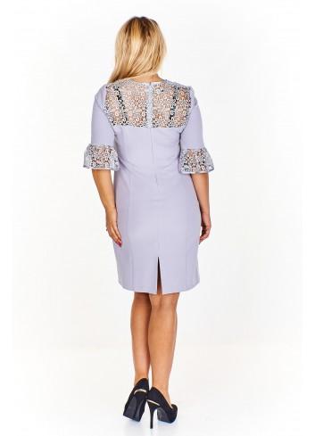 Sukienka z gipiurowymi wstawkami z ciekawym rękawem Plus Size