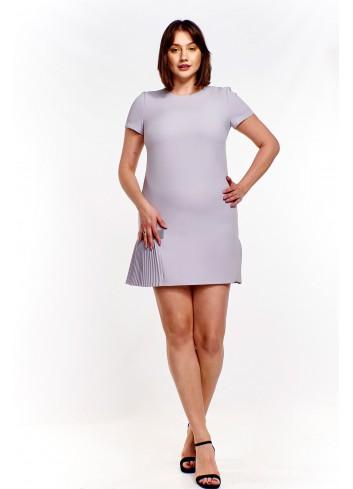 Sukienka mini z plisowaną wstawką Plus Size