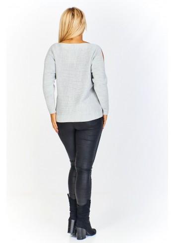 Sweter z rozcinanymi rękawami